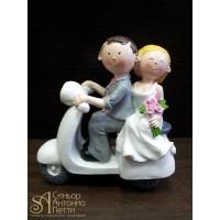 Свадебная фигурка - Свадебная пара на мопеде (28969/p)